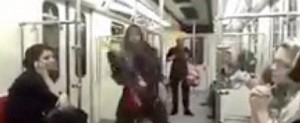 عکس سوء استفاده رسانه های غربی از رقص دختری در متروی تهران
